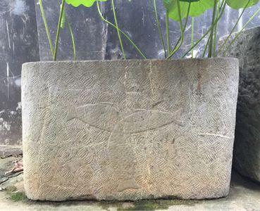 《三尾鱼(三鱼共首)》清代长方形石缸
