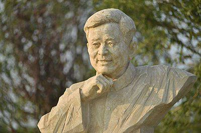 邓稼先雕像