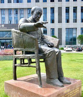 钱学森雕塑
