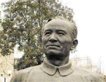 李四光雕塑