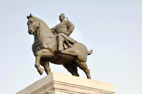 马上皇帝李世民雕像