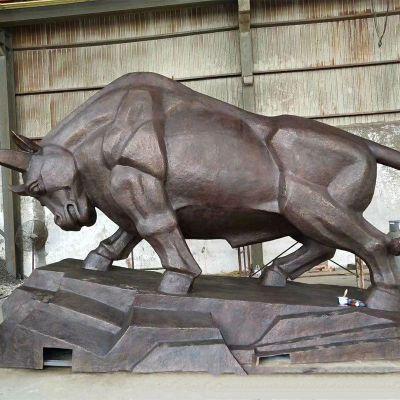 开拓牛铜雕