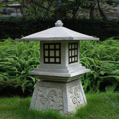 庭院青石石灯