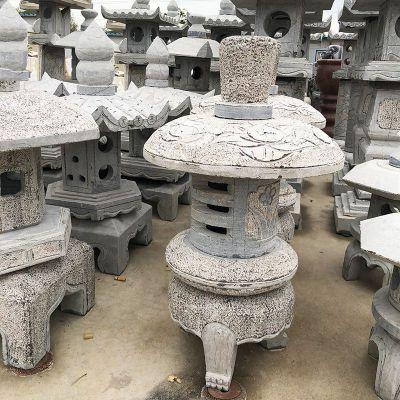 日式石雕灯笼