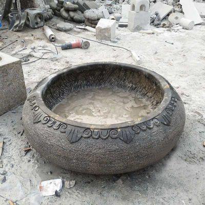 庭院圆形做旧石缸