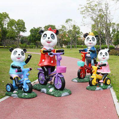 骑自行车的卡通熊猫