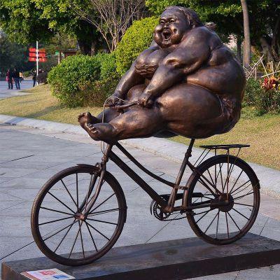 骑自行车的胖女孩铜雕