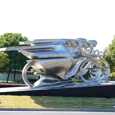 不锈钢骑摩托车的女孩雕塑