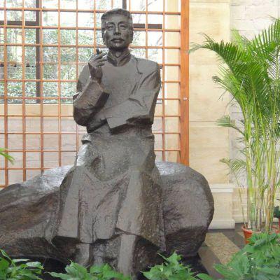 公园园林历史名人鲁迅铜雕像