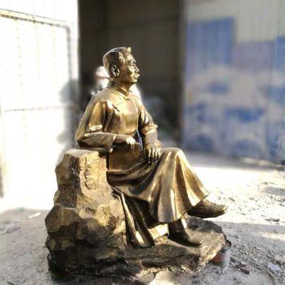 坐姿鲁迅先生仿铜雕像