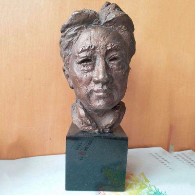 现代画家徐悲鸿先生头像雕塑