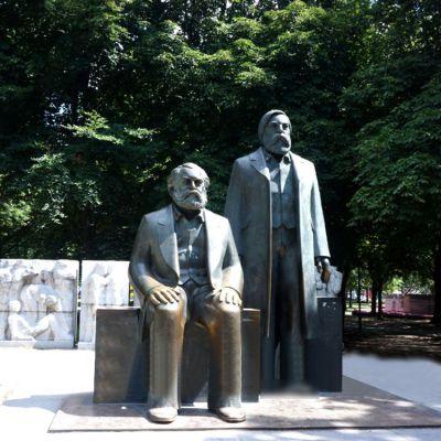 政治家马克思与恩格斯铜雕像