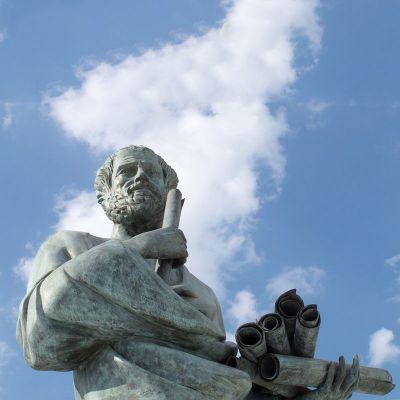 哲学家苏格拉底石雕像