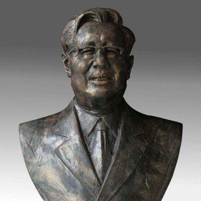 华罗庚铜雕头像