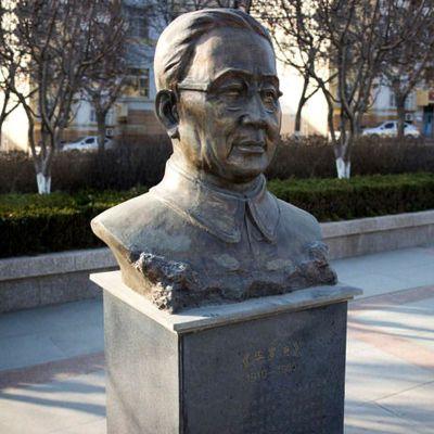 华罗庚校园名人雕塑