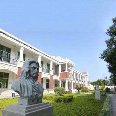 校园名人牛顿石雕头像