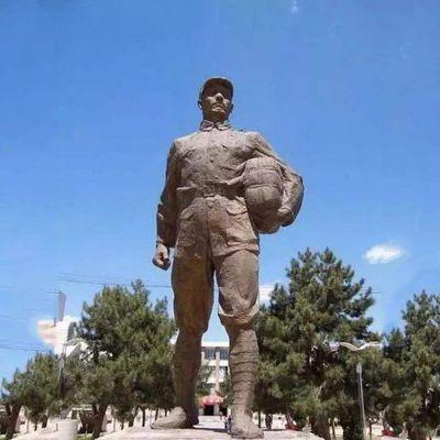 董存瑞石雕像