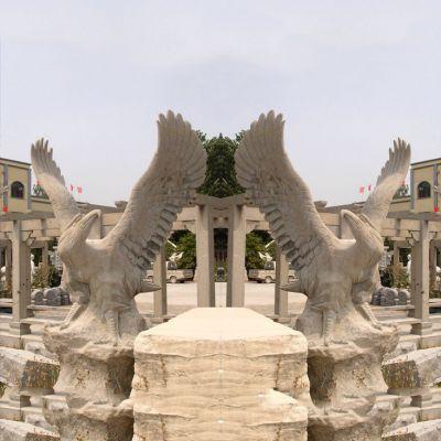 老鹰砂岩雕塑