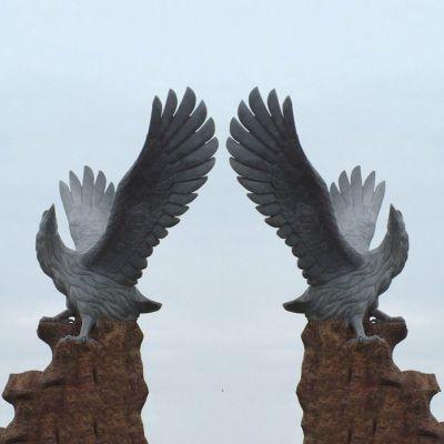 青石老鹰石雕塑