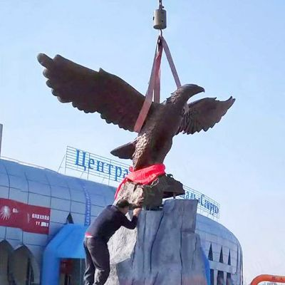 大型老鹰铜雕景观