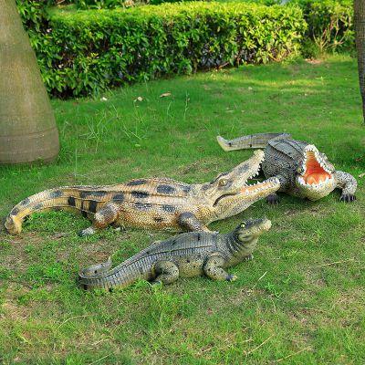 草地鳄鱼雕塑