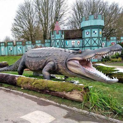 大型仿真鳄鱼雕塑