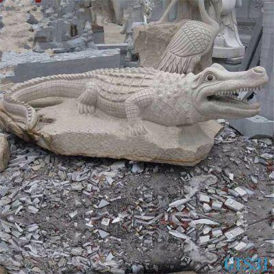 鳄鱼黄沙岩石雕塑