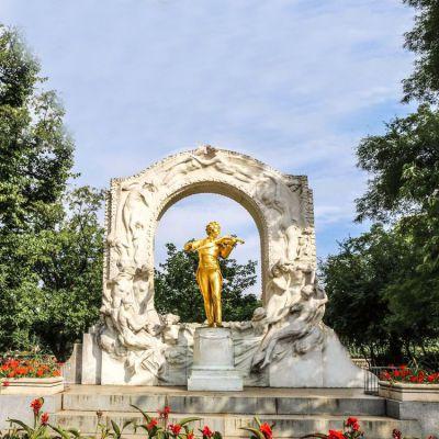公园莫扎特铜雕像