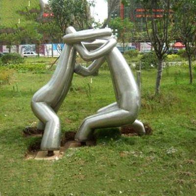 镜面不锈钢抽象摔跤人物雕塑