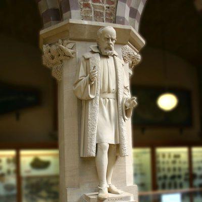 伽利略石雕像