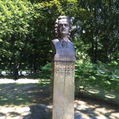 巴赫雕塑头像