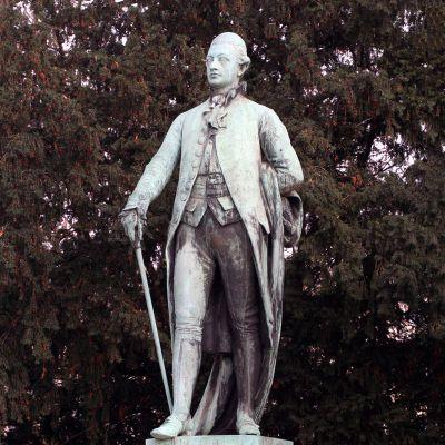 歌德石雕塑像
