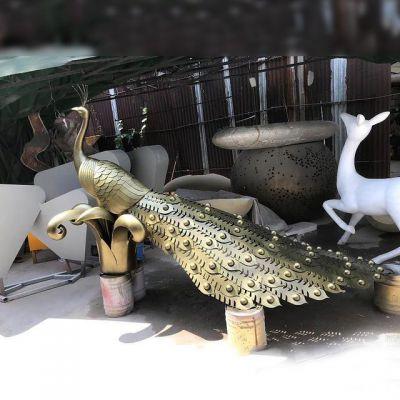 铜色孔雀不锈钢雕塑