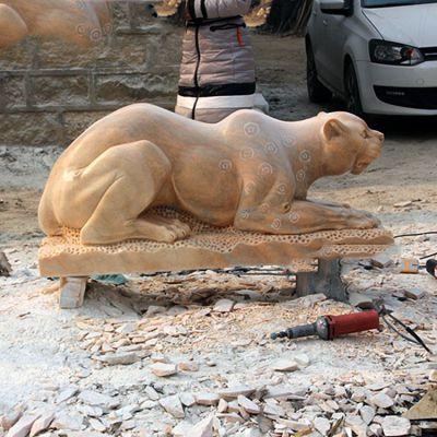 石雕金钱豹雕塑
