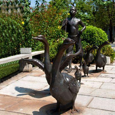 赶鸭子情景景观铜雕