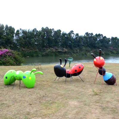彩绘玻璃钢蚂蚁雕塑
